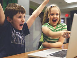 儿童孤独症表现都有哪些?如何快速教自闭症孩子说话?
